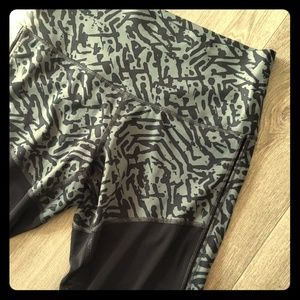 Lululemon athletic pants leggings 10